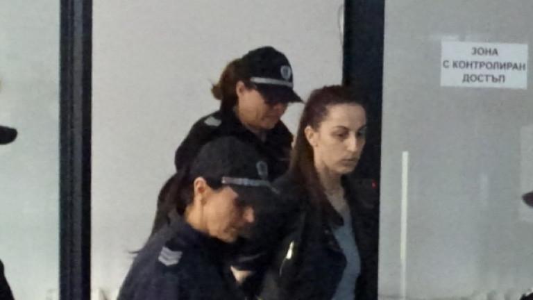 Задържаната в Благоевград дознателка остава в ареста