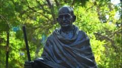 Задигнаха очилата от статуята на Ганди във Варна