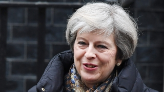 Петгодишни работни визи без социални ползи за имигрантите, планира Великобритания