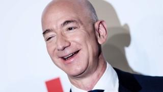 Безос изгуби $10 милиарда през 2019-а. Но остана най-богатият човек в света