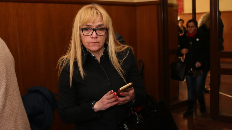 Адвокатът на Иванчева иска утрешното дело да се излъчва онлайн