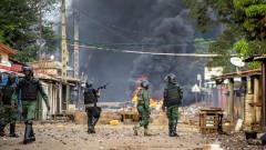 Метежници са задържали президента на Гвинея Алфа Конде