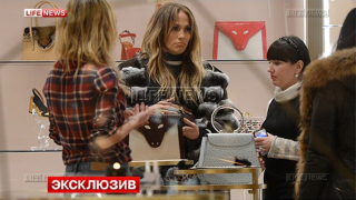Дженифър Лопес се отдаде на шопинг за милиони в Москва (СНИМКА)