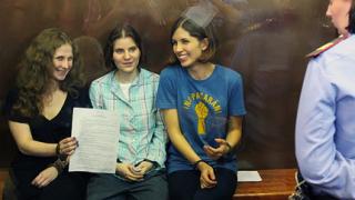 """По 2 години затвор за момичетата от """"Пуси Райът"""""""