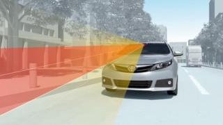 Toyota слага автоматична спирачна система на новите си коли (ВИДЕО)