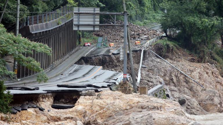 Япония продължава да се бори с наводнения вследствие на проливни