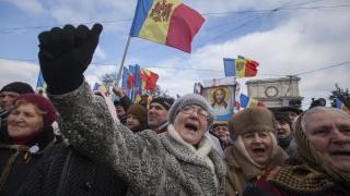 Хиляди протестират в студа в столицата на Молдова