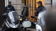 Властите във Франция се опитаха да разпитат нападателя от Лувъра