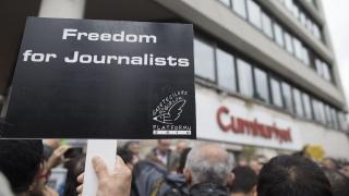 Турция осъди 15 журналисти
