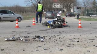 Трети ден протестират близки на загиналия моторист в Костинброд