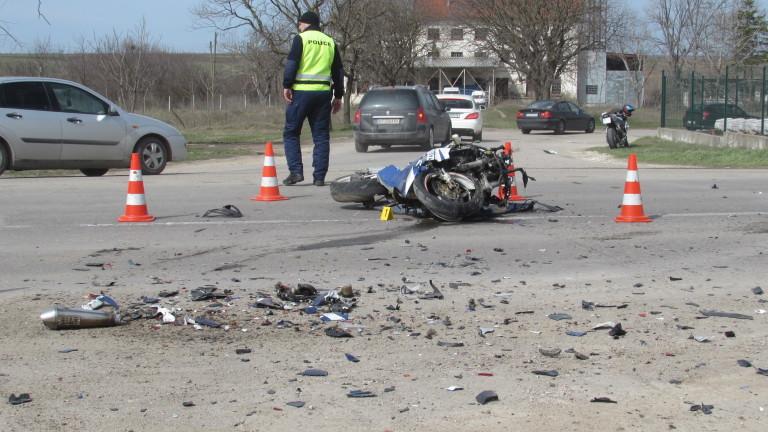 Моторист загина на пътя Стара Загора-Казанлък в опит да избегне животно