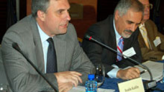 Калфин участва във форума на НАТО в Охрид