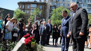 Киев почете Димитър Пешев, ученици събират пари за протеза на своя учителка, образованието между книгите и клипчетата…