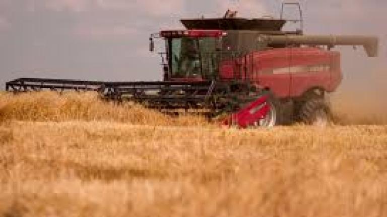 Фермерите купиха 700 трактора и 100 комбайна с европари през ноември