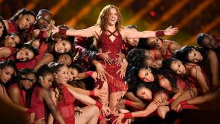 Пада ли си Шакира по жени