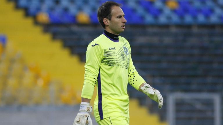 Куп проблеми за Партизан преди мача с Левски, вратар може да играе като полеви футболист