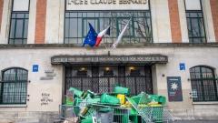Ученици в Париж блокират училища, протестират срещу полицейското насилие