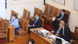 Кой псува хамалски и кой прави театри спорят министри и депутати