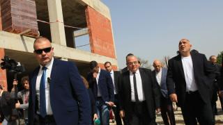 Борисов гледа бащински на спора между УНСС и МФ