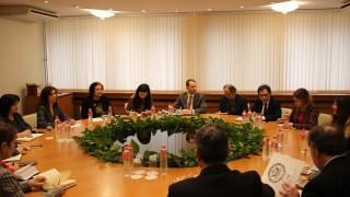 Петкова и енергийни експерти от САЩ обсъдиха работата на ТЕЦ-овете у нас