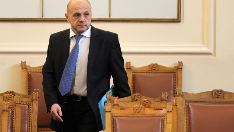 Парите от винетките ще се използват и за ремонти, и за нови пътища, уверява Дончев