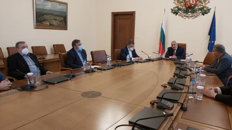 За одобрение за прилагане на ваксини в България ще се
