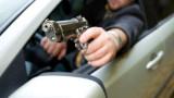 24-годишен размаха пистолет на двама младежи на пътя