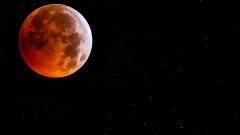 Суперкървава вълча Луна в снимки