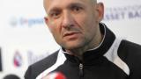 Футболистите настояват Радуканов да остане