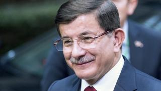 При засилени мерки за сигурност Ахмет Давутоглу е на визита в България