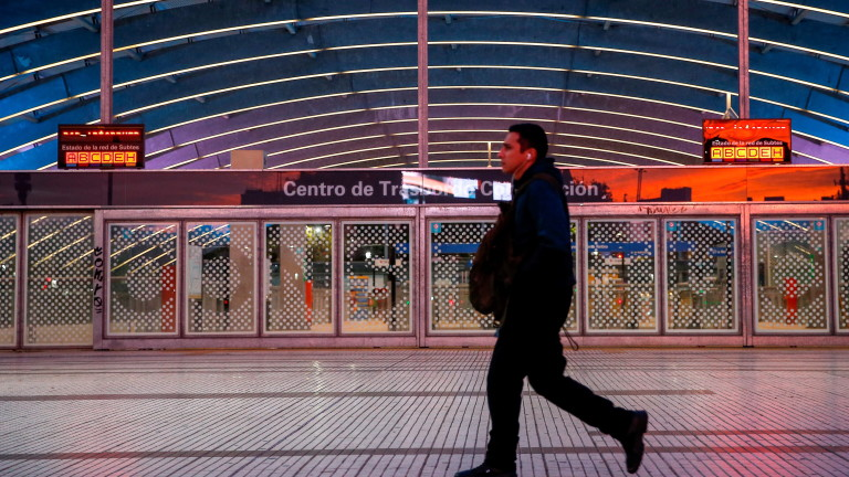 Служители на метрото в Буенос Айрес на протест срещу азбест