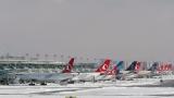 Стотици отменени полети в Истанбул заради снега