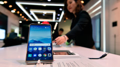 САЩ и пандемията посякоха растежа на Huawei