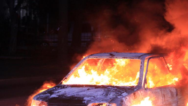 Горящи коли вдигнаха на крак пожарната в Бургас