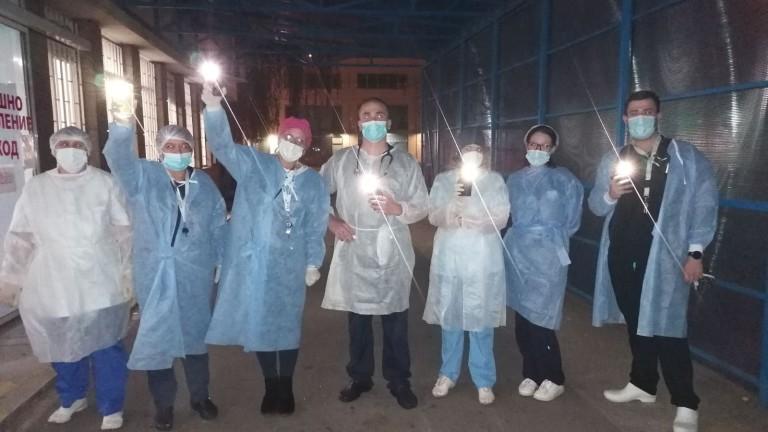 лекари и медицински сестри от най-натовареното в България спешно отделение