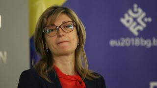Захариева убеждава: Няма да се откажем от нищо в историята си заради Македония