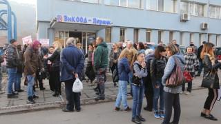 Перничани щурмуваха сградата на ВиК заради водния режим