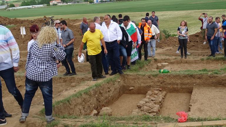 Не всичката археология там има сериозна историческа стойност, което е