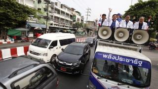 Седем продемократични партии в Тайланд се опитват да свалят военните от власт