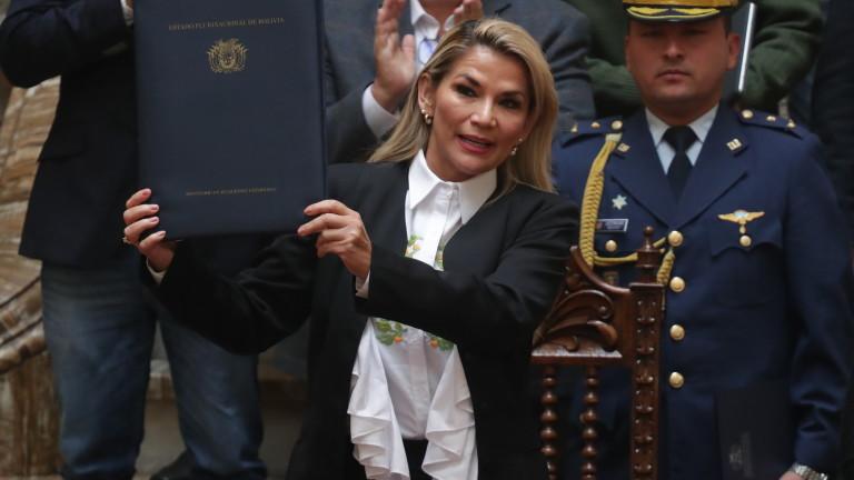 Съдът в Боливия отхвърли искането за домашен арест на бившия президент Жанин Анес