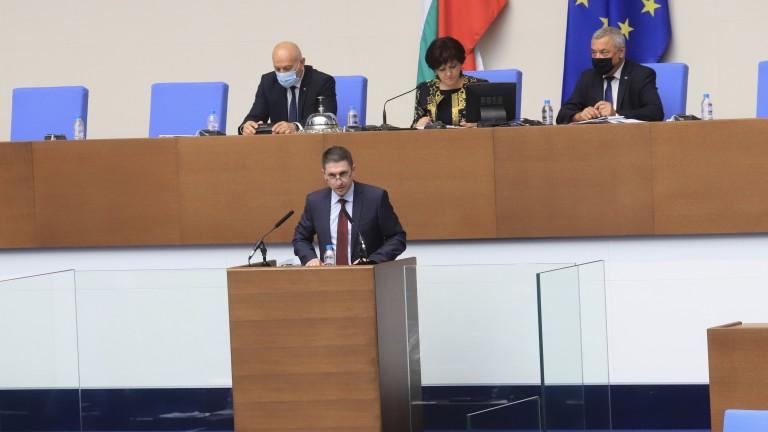 Вътрешният министър Христо Терзийски дойде в парламента да докладва за