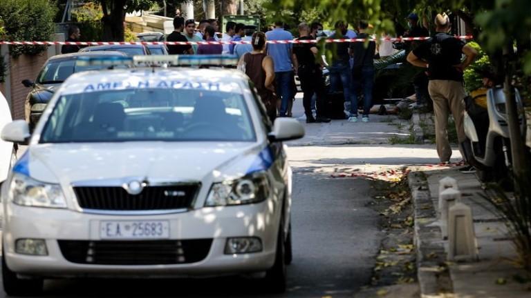 Група от десетима маскирани мъже са атакували посолството на Канада