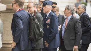 САЩ притискат Китай с нагласена снимка да участва на ядрените преговори с Русия