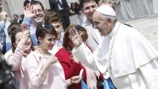 """Папата осъди """"кръвопийците"""", експлоатиращи бедните работници"""