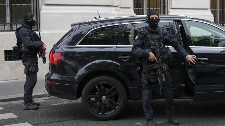 20 арестувани при антитерористична операция в парижко предградие