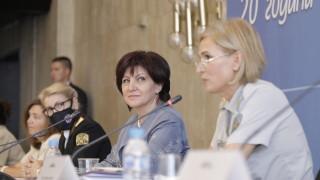 Караянчева хвали силата на жените в сигурността