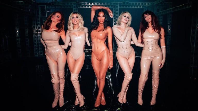 Мокрите изпълнения на Никол Шерцингер и The Pussycat Dolls