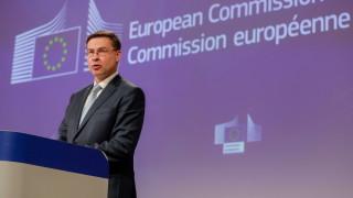 Рецесията е неизбежна, €1,5 трлн. бондове са възможни, обяви Валдис Домбровскис