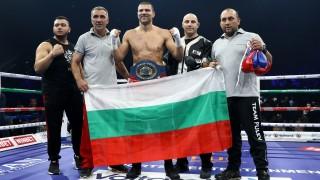 Тервел Пулев нокаутира италианец и триумфира с европейската титла в полутежка категория!