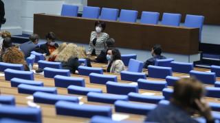 Парламентът създаде спецпрокурор, разследващ главния, след вял дебат